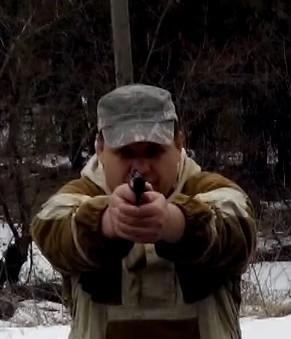 Стрельба из пистолета во время движения влево-вправо