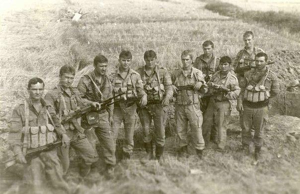 Положение оружия во время движения в походном порядке